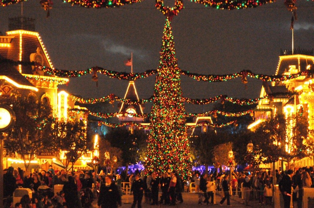 that does it for this disneyland resort update be sure to follow us on twitter behindthrills for the latest theme park news - Disneyland Christmas Decorations