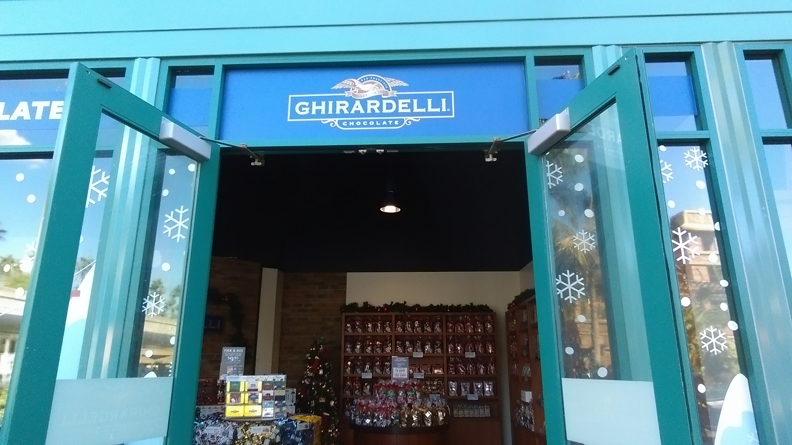 Behind The Thrills | Ghirardelli Seasonal Holiday \'Pop-Up\' Shop ...